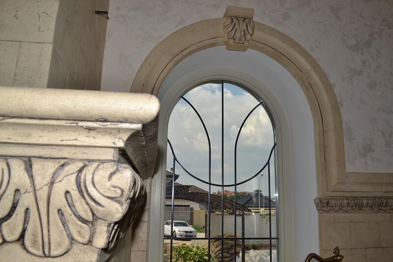 Декор для круглого окна